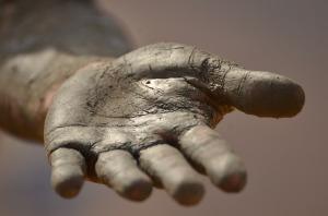 hand-1331323_640