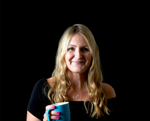 author-lizzie chantree-novel-book_tour-romance-the writer next door-vashti quiroz vega-vashti q-readers